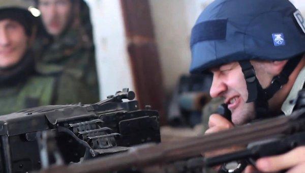 Актер Михаил Пореченков посетил позиции ополченцев в аэропорту Донецка. Архивное фото