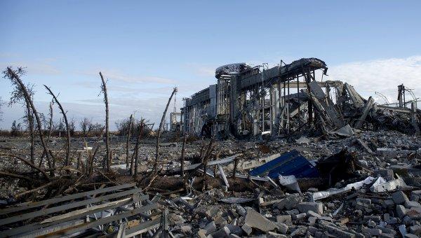Разрушенное здание луганского аэропорта, архивное фото