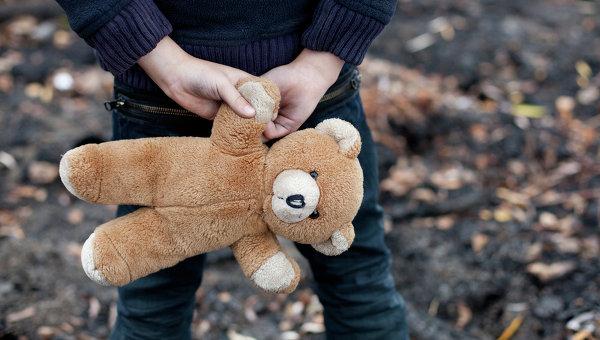 Воспитатель заклеивала скотчем детям рты вНововятском дестком саду