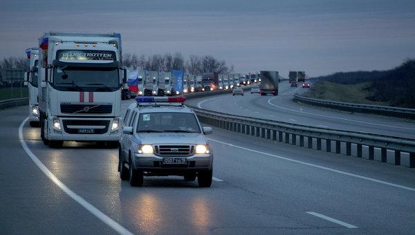 Подготовка гуманитарной колонны к выезду в Ростове-на-Дону