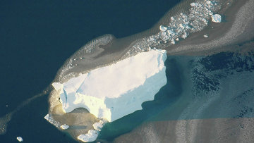 Айсберг в море Лазарева у берегов Антарктиды