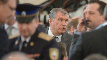 Игорь Сечин во время обращение президента РФ с ежегодным посланием к Федеральному собранию