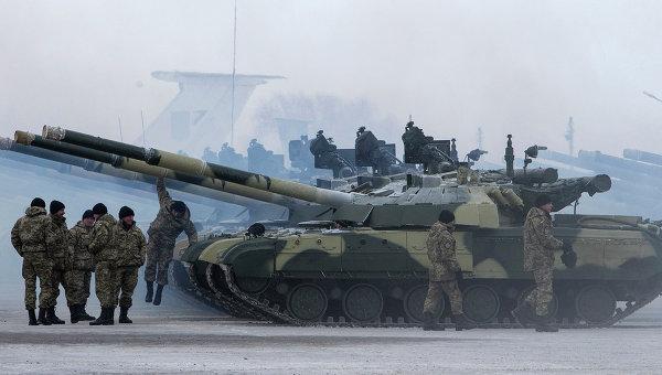 Украинские солдаты на военной базе. Архивное фото