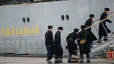Фрегат Смольный с российскими моряками покидает порт Сен-Назера