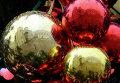 Елочные шары на главной новогодней елке страны на Соборной площади Московского Кремля.