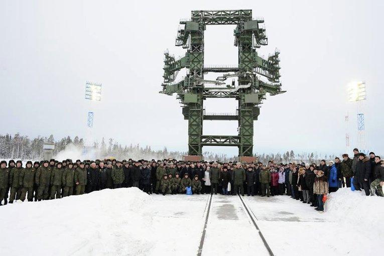Боевой расчет и зрители запуска ракеты-носителя тяжелого класса Ангара-А5 на космодроме Плесецк