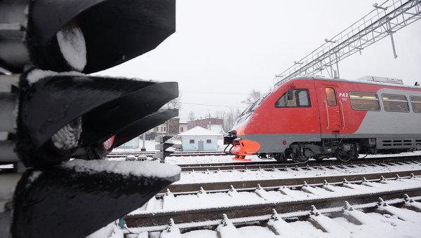 Пассажирский поезд на Малом кольце Московской железной дороги