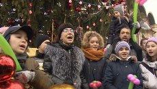 Многодетная семья украсила главную новогоднюю елку России и спела