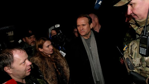 Обмен пленными между ополченцами и силовиками в Донбассе. Вторая слева - омбудсмен ДНР Дарья Морозова. Архивное фото