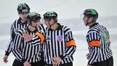 Хоккейные судьи. Архивное фото