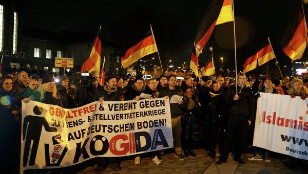 Акция протеста в Дрездене против исламизации Запада, проводимая организацией Pegida
