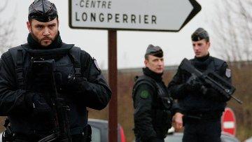 Французские жандармы в зоне операции по задержанию напавших на офис Charlie Hebdo