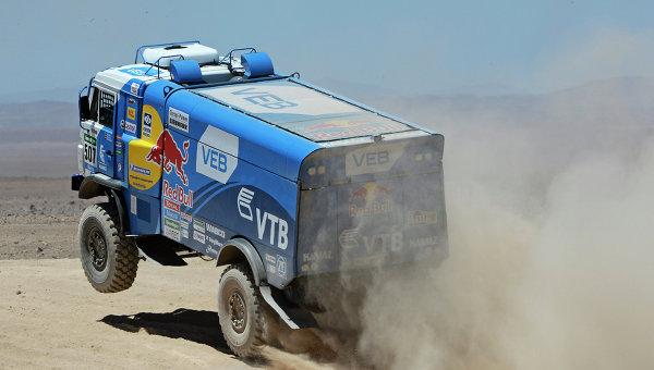 Автомобиль команды КАМАЗ-мастер под управлением Айрата Мардеева на этапе ралли Дакар 2015