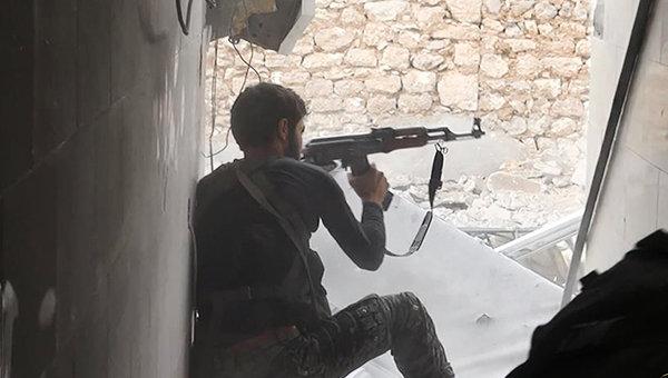 Боевик Исламского государства в Сирии. Архивное фото
