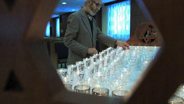 Церемония зажжения свечей, посвященная памяти жертв Холокоста