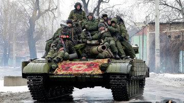 Ополченцы на танке на окраине Донецка. 22 января 2015