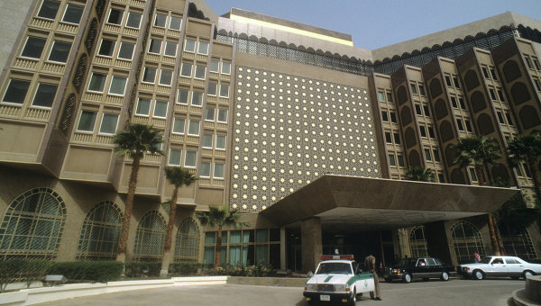 Здание на одной из улиц в Эр-Рияд. Саудовская Аравия