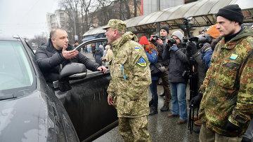 Силовики из батальона Айдар перекрыли дорогу возле здания Минобороны Украины