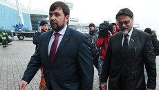 Денис Пушилин и Владислав Дейнего в аэропорту Минска. Архивное фото