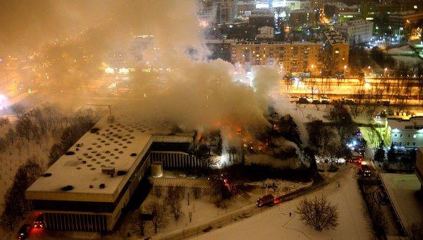 На месте пожара в библиотеке академического Института научной информации по общественным наукам. Архивное фото