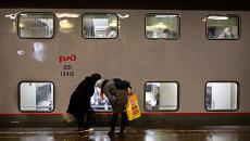 Новый двухэтажный поезд Санкт-Петербург - Москва на перроне