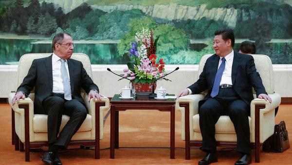 Министр иностранных дел Российской Федерации Сергей Лавров и председатель КНР Си Цзиньпин на встрече в преддверии министерского заседания в формате РИК. Пекин, 2 февраля 2015