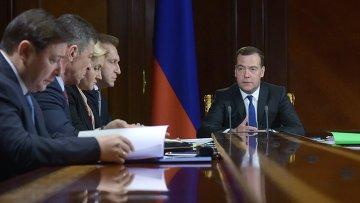 Председатель правительства РФ Дмитрий Медведев проводит совещание с вице-премьерами РФ в подмосковной резиденции Горки