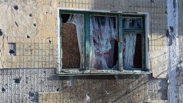 Стена здания в Донецке после обстрела города украинской армией. Архивное фото