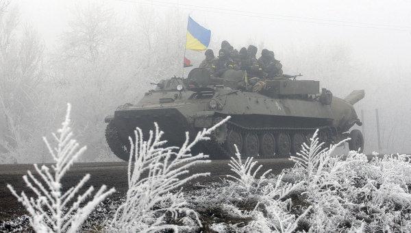 Колонная украинских военнослужащих на трассе между Артемовском и Дебальцево