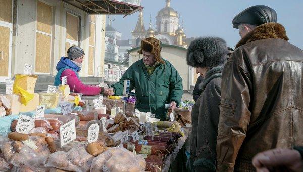 Уличная торговля в Донецке. Архивное фото