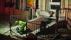 Сотрудники милиции осмотрели место взрыва у Автомайдана в Одессе
