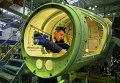 В цехе агрегатный цех сборки учебно-боевых самолетов ЯК-130 на Иркутском авиационном заводе корпорации Иркут