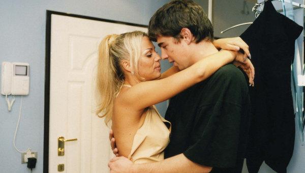 секс видео брат трахнул систру на кухне ей понравилась