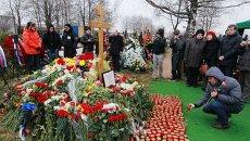 Жители Москвы на похоронах политика Бориса Немцова на Троекуровском кладбище. Архивное фото