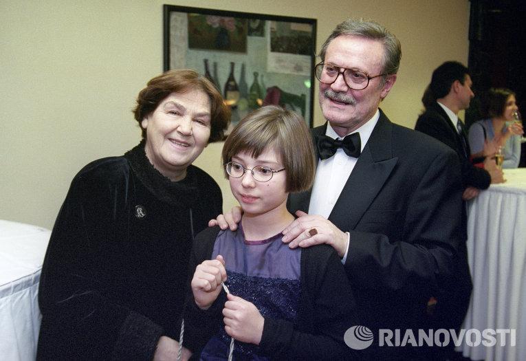 Актер Ю.М.Соломин с женой и внучкой