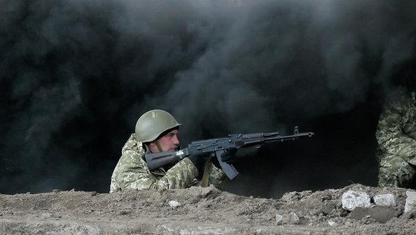 Украинские военные во время учений на полигоне возле Житомира, Украина. Архивное фото