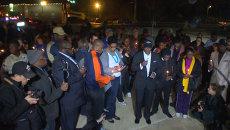 Жители Фергюсона  со свечами молились за раненых полицейских