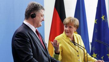 Петр Порошенко и Ангела Меркель во время визита украинского президента в Германию