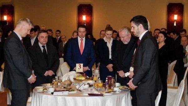 Национальный молитвенный завтрак, архивное фото