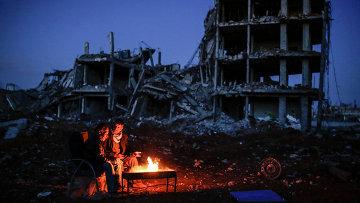 Курды у костра в городе Кобани, Сирия. Архивное фото