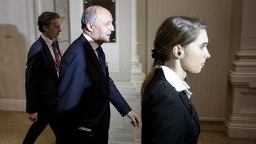 Глава МИД Франции Лоран Фабиус (в центре) на переговорах по ИЯП в Лозанне