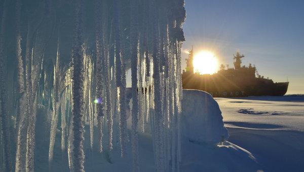 Ледокол в российском секторе Арктики. Архивное фото
