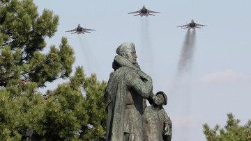 У мемориала советским воинам-освободителям в Братиславе. Архивное фото
