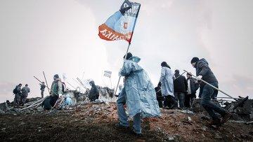 Жители ДНР с флагом. Архивное фото