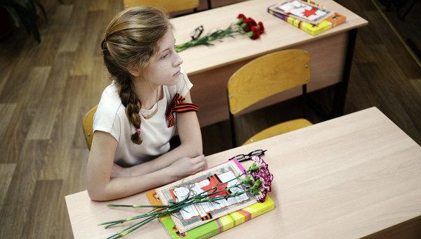 Ученица гимназии №4 во время Всероссийского единого урока Победы. Архивное фото