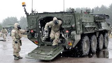 Бронетранспортер Страйкер во время военных учений НАТО. Архивное фото
