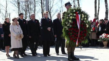 Польская делегация во время траурного мероприятия, посвященного пятой годовщине со дня авиакатастрофы польского самолета Ту-154 под Смоленском. Архивное фото