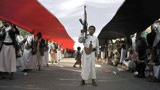 Участники акции протеста, поддерживающие шиитское движение хуситов