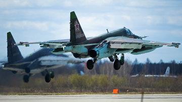 Штурмовик Су-25 на военном аэродроме в Кубинке. Архивное фото