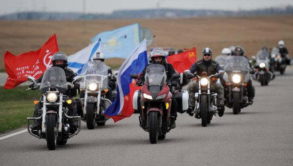 """Кадыров подарил """"ночным волкам"""" новые мотоциклы"""